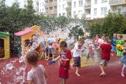 Spacery i zabawy w ogrodzie przedszkolnym